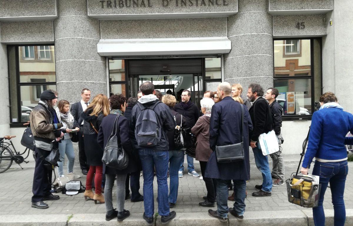 Plusieurs électeurs radiés s'étaient donnés rendez-vous devant le tribunal d'instance de Strasbourg ce mardi à 10h avant de se pourvoir en cassation. – B. Poussard / 20 Minutes.