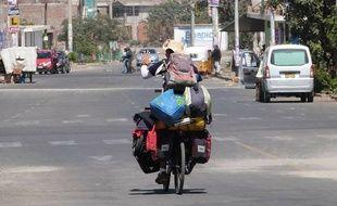 Pierre-Adrien a parcouru 16.000 kms à vélo depuis Bangkok jusqu'à Rennes, où il ira voter dimanche.