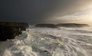Les côtes de Belle Ile en Mer balayées par la mer le 8 février 2016 (illustration).