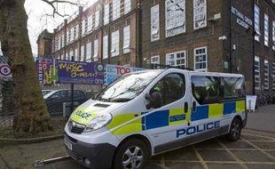 Un véhicule de la police britannique dans l'est de Londres, le 23 février 2015