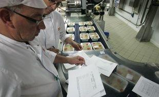 La Cuisine centrale des cantines scolaires prŽépare les repas. (illustration)