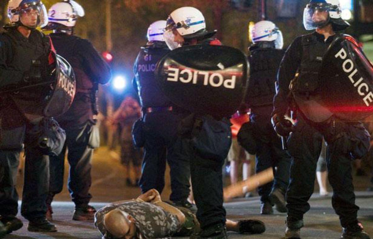 Un manifestant se fait arrêter par la police à Montréal, le 20 mai 2012. – Graham Hughes/AP/SIPA