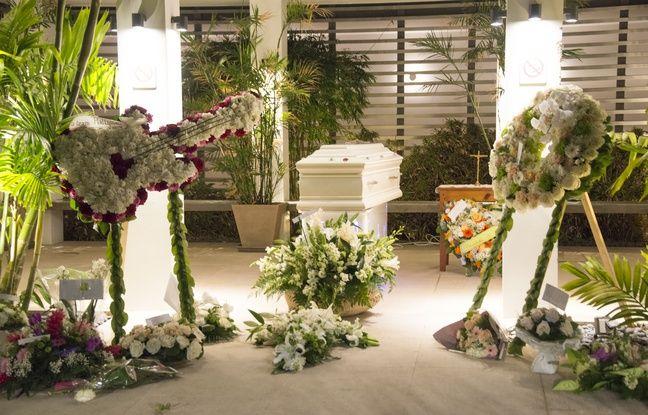 Le cercueil où repose Johnny Hallyday exposé à Saint-Barthélémy, le 10 décembre 2017.