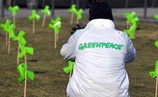 Un militant de l'association Greenpeace.