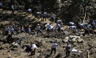 Des dizaines de corps se trouvent encore très probablement sous un glissement de terrain qui a eu lieu sur l'île de Luçon.