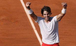 Rafael Nadal célèbre sa qualification pour la finale de Roland-Garros après sa victoire sur Novak Djokovic, le 7 juin2013.
