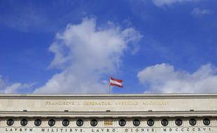 Le drapeau autrichien sur le Burgtor, le 19 mars 2013.