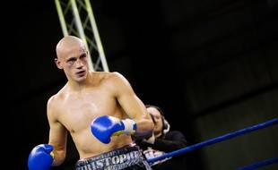 Christophe Dettinger, alors boxeur, lors d'un combat le 2 décembre 2011 à Massy.
