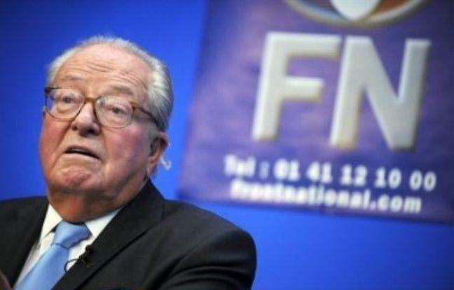"""Jean-Marie Le Pen, président du Front national, a dénoncé mercredi une """"vaine inflation des ministres et des intitulés"""", en réaction au remaniement ministériel annoncé la veille."""