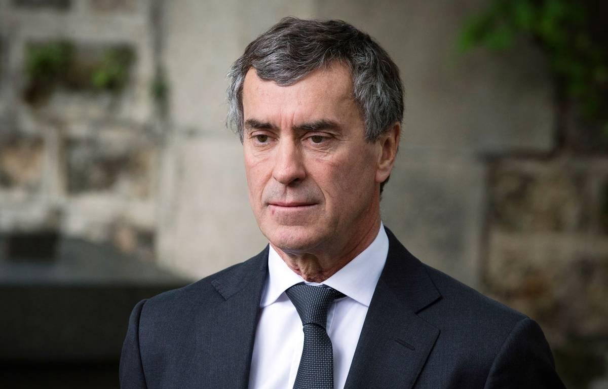 Paris, le 3 juin 2013. Jérôme Cahuzac assiste aux obsèques de son ami Guy Carcassonne. – JOEL SAGET / AFP