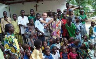 """La France pousse ses rares ressortissants demeurant encore dans l'extrême-nord du Cameroun à quitter la région face au risque élevé d'enlèvement par des islamistes armés, même si les autorités camerounaises assurent avoir pris des mesures """"pour protéger les Français""""."""