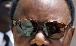 Des comptes bancaires en France du président gabonais ont été saisis sur décision de la justice française dans une affaire qui risque d'attiser les tensions entre Paris et Libreville, déjà vives en raison de plaintes sur le patrimoine immobilier français d'Omar Bongo.
