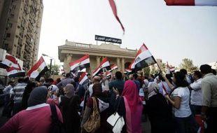 """Ces mesures interviennent alors que vient d'expirer un ultimatum de l'armée qui avait donné lundi 48 heures à M. Morsi pour se plier """"aux revendications du peuple"""" dont une partie participe depuis dimanche à des manifestations monstres réclamant son départ."""