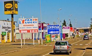 . La ministre de l'Ecologie ne signera pas un décret réformant l'affichage publicitaire dans les petites villes prévu dans le cadre de la loi Macron.