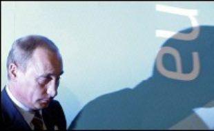 """L'ex-agent russe Alexandre Litvinenko a été empoisonné par une dose massive de radiations, """"un événement sans précédent"""" au Royaume-Uni, ont annoncé vendredi les autorités sanitaires britanniques, alors que Litvinenko accusait dans une lettre posthume le président russe Vladimir Poutine."""