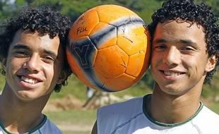 Fabio et Rafael, ou l'inverse en vrai, ici à l'âge de 15 ans après un entraînement avec Fluminense (Brésil).