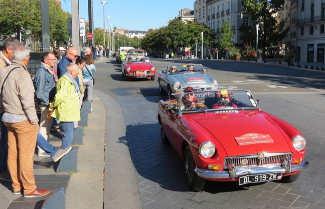 Défilé de véhicules anciens à Nantes le 30 septembre 2018.