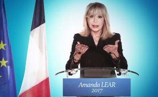 Amanda Lear dans le clip promotionnel de «La Candidate».