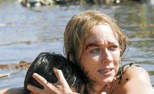 Naomi Watts et son fils, emportés par le tsunami.