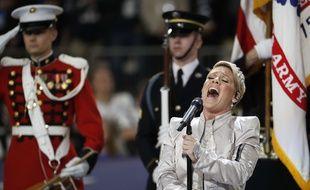 Pink chante l'hymne national américain lors du Superbowl le 4 février 2018