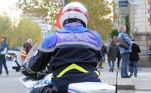 Illustration d'un motard de la police à Rennes.