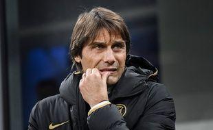Antonio Conte, l'entraîneur de l'Inter Milan, a reçu une lettre anonyme accompagnée d'une balle.