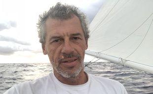 Sébastien Destremau à bord d'Alcatraz IT, au beau milieu de l'Atlantique.