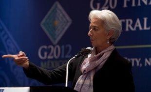 """Les grandes puissances du G20 ont exhorté lundi à Mexico les Européens à mettre en oeuvre sans tarder leur """"complexe"""" stratégie anti-crise et les Etats-Unis à résoudre leur propre casse-tête budgétaire, pour lever les menaces sur l'économie mondiale."""