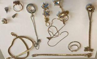 Illustration de bijoux volés.