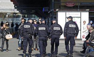 Une patrouille de police dans le quartier des gares à Lille.