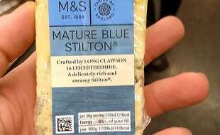 Le trafiquant a été trahi par un morceau de  fromage bleu de Stilton (illustration).