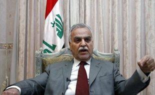 Un soldat a été tué et deux policiers blessés à Bagdad jeudi matin, quelques heures avant l'ouverture du procès du vice-président irakien Tarek al-Hachémi, qui a fui le pays, pour une série de meurtres et pour avoir dirigé par un escadron de la mort.