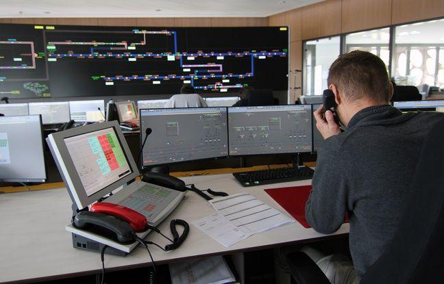 L'intérieur du nouveau poste de commande du réseau ferré du Grand Ouest à Rennes.