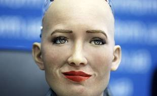 Sophia le robot imite les expressions humaines