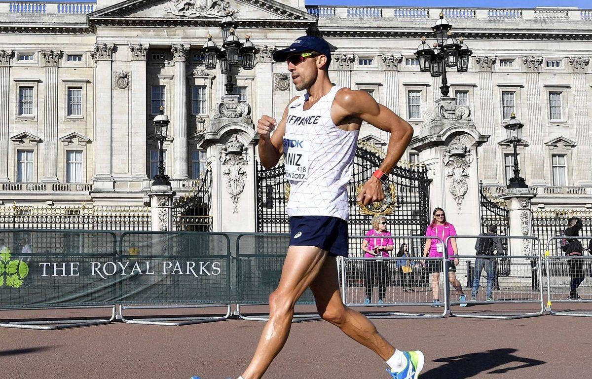 Yohann Diniz devant Buckingham Palace le 13 août 2017 à Londres. – Martin Meissner/AP/SIPA