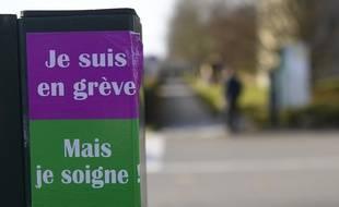 Mis en sommeil depuis janvier, le mouvement de grève a repris ce mardi à l'hôpital Guillaume Régnier à Rennes.