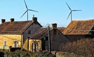 Des éoliennes, ici près d'un village de la Sarthe. (illustration)
