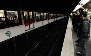 Quai du RERA à la station Auber en 2009.