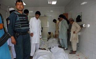 Vingt-et-une personnes sont mortes, dont trois soldats de l'Otan, et des dizaines d'autres ont été blessées dans un attentat suicide survenu mercredi dans le sud-est de l'Afghanistan.