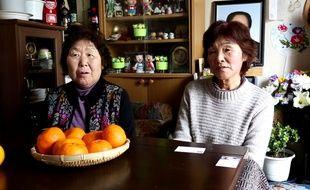 Chikako Yokoyama et Hatsuno Sano, deux habitantes du village d'Iitate qui ont dû évacuer leurs maisons.