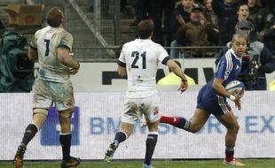 Le joueur français Gaël Fickou lors du match face à l'Angleterre le 1er février 2014 au stade de France.
