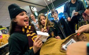 Une animation occupant les enfants avant la sortie de « Harry Potter et l'Enfant Maudit », le 31 juillet 2016 à minuit aux Etats-Unis.