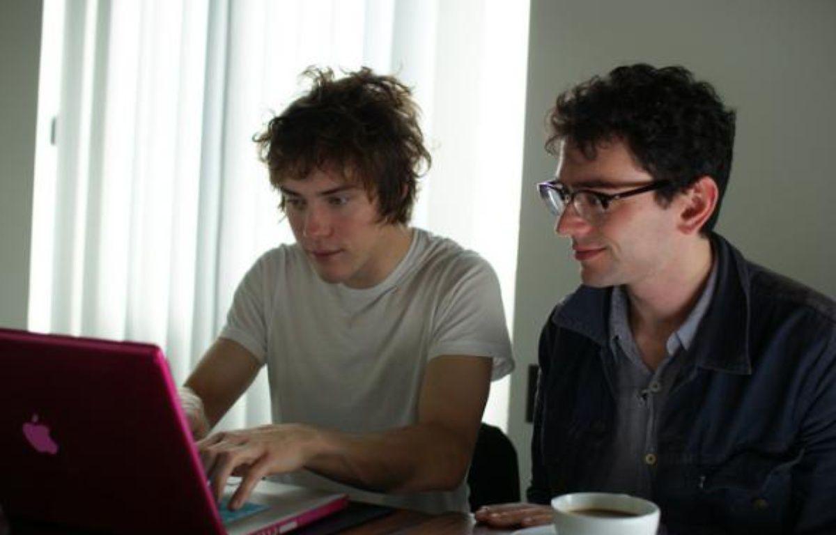 le groupe MGMT réponds aux internautes de 20minutes.fr le 8 octobre 2010 – Charles Dufresne