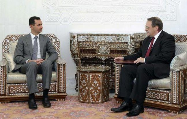 Le président syrien, Bachar al-Assad, et le vice-ministre des Affaires étrangères russe, Mikhail Bogdanov, à Damas, le 29 août 2011.