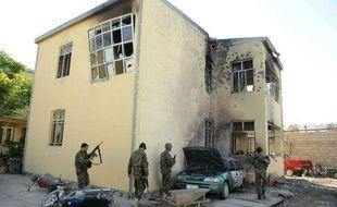 """Les talibans qui ont attaqué mercredi un palais de justice dans l'ouest de l'Afghanistan afin de libérer des insurgés ont avancé """"pièce par pièce"""" dans le bâtiment en ouvrant le feu sur tout ce qui bougeait, tuant 46 personnes, ont annoncé jeudi les autorités locales."""