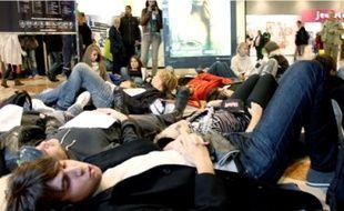 La sécurité du centre commercial a évacué les jeunes après quelques minutes de sit-in.