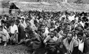 La répression de l'insurrection de Madagascar par la France fit plusieurs dizaines de milliers de morts au printemps 1947, mais 65 ans plus tard, ce drame de la décolonisation reste méconnu et sujet à des interprétations aussi passionnelles qu'opposées.