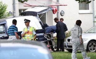Le preneur d'otages, qui a tué quatre personnes avant de se suicider mercredi à Karlsruhe (sud-ouest de l'Allemagne) était Français, a indiqué à l'AFP un porte-parole de la police allemande.