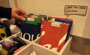 La boutique Pirouette vend par exemple des pochettes réalisées à partir de bâches publicitaires