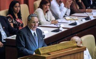 """Le président cubain Raul Castro a reçu dimanche un """"dernier"""" mandat de cinq ans pour poursuivre les réformes et préparer sa succession à la tête de Cuba, avec un nouveau numéro deux, Miguel Diaz-Canel, un quinquagénaire appelé à diriger la Cuba du futur, sans les Castro."""